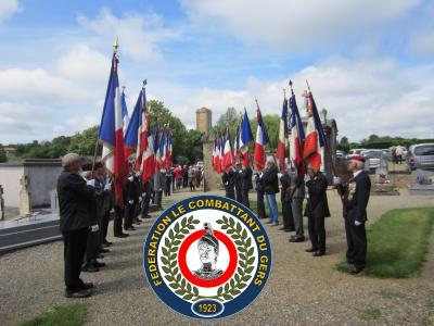 Bassoues insigne drapeaux